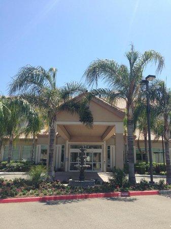 Hilton Garden Inn Bakersfield: Front entrance