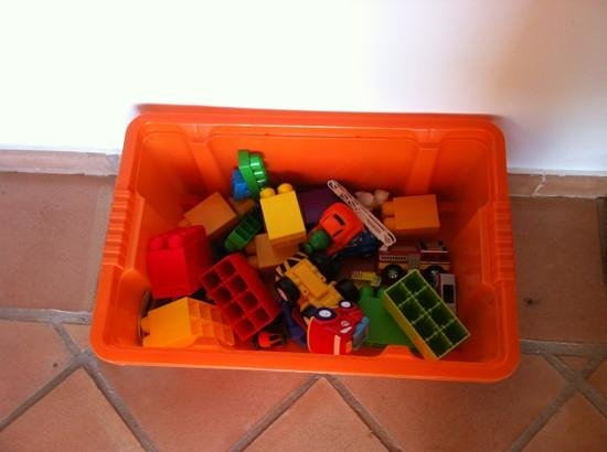 Monte da Quinta Resort: toy box hired from Tina's holiday extras