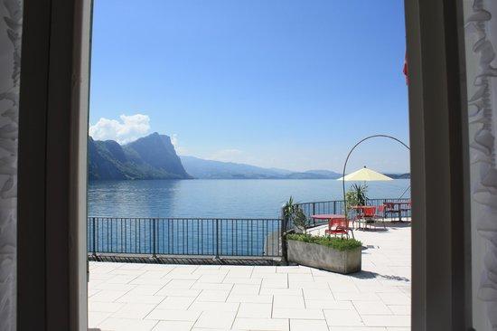 Hotel Terrasse Am See : Blick aus dem Zimmer über die Terrasse auf den See