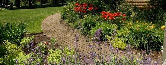 Allen Harbor Breeze Inn & Gardens : One of our brick walkways