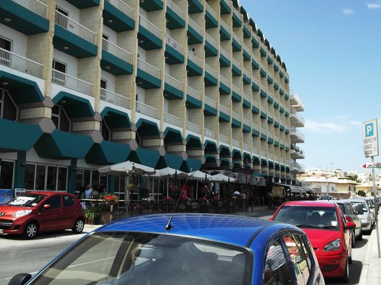 Qawra Palace Hotel: Front of hotel