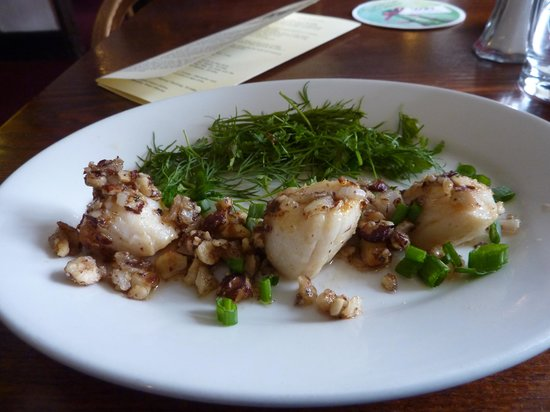George III Hotel Restaurant: Hazelnut and Butter Grilled Scallops with Dill and Chervil Salad.