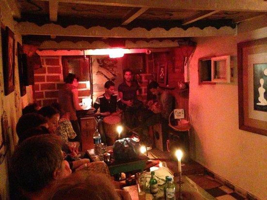 Restaurant Des Arts : Salle et concert