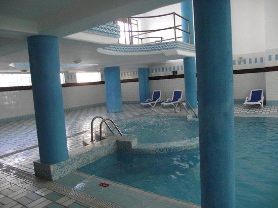 Blue Sea Bugibba : jacuzzi et piscine intérieure chauffée