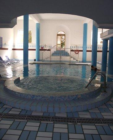 Blue Sea Bugibba: jacuzzi et piscine intérieure chauffée
