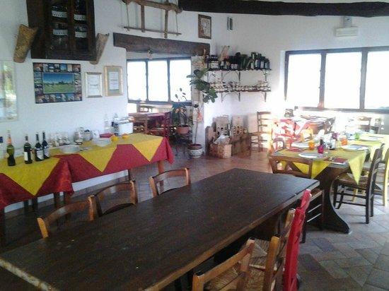 Agriturismo Il Vecchio Maneggio: Dining Room