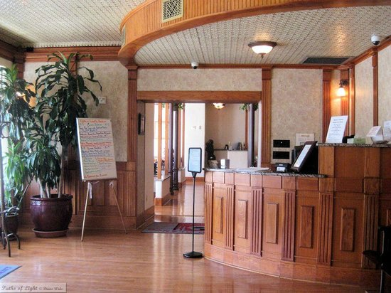 Uptown Blanco Restaurant: Welcome desk in the entry