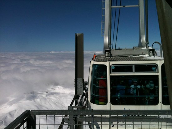 Residence Prestige Odalys Edenarc: Cable car at the top of the Aguille Rouge Glacier