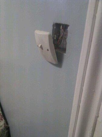 Corbigoe Hotel: light switch in room!!!!!