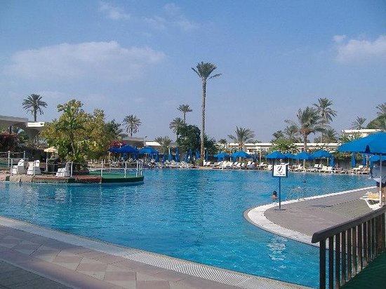 Pyramids Park Resort: Piscina