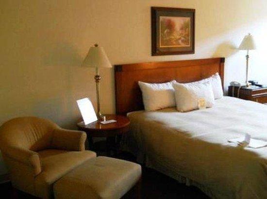 FairBridge Inn Express at Windsor Oaks: DOUBLEBED