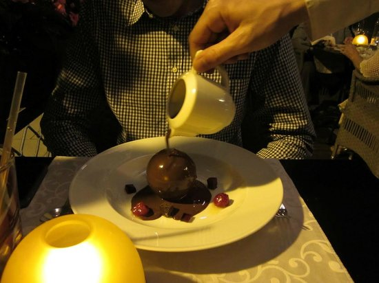 KOLLAZS - Brasserie & Bar: Chocolate surprise presentation