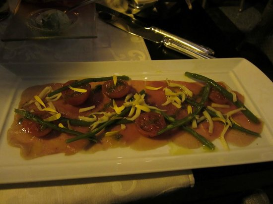 KOLLAZS - Brasserie & Bar: Tuna carpaccio appetizer