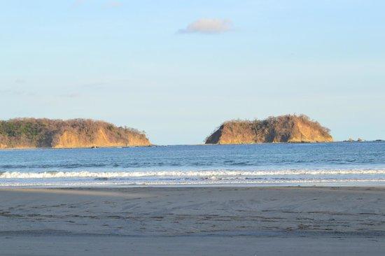 Hotel Samara Inn: Evening waves at Playa Samara