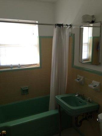 Sailfish Marina Resort : Randy's bathroom.