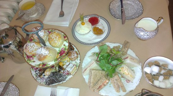The Upper House: Yummy afternoon tea fow two