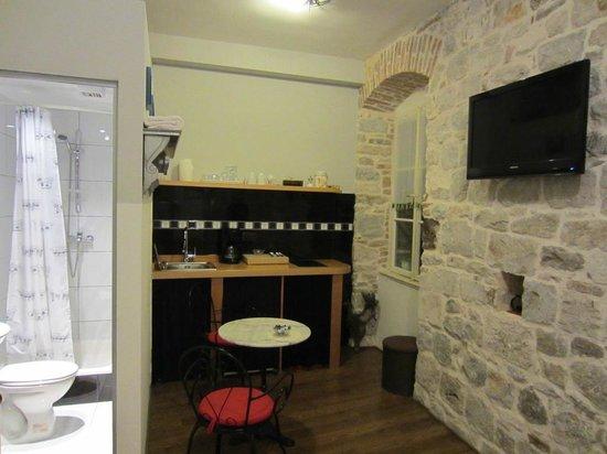 Captain's Apartments : Apartment 2 (ensuite & kitchenette)