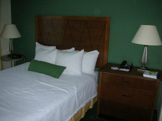 Residence Inn Columbia Northeast: bedroom - a little tight