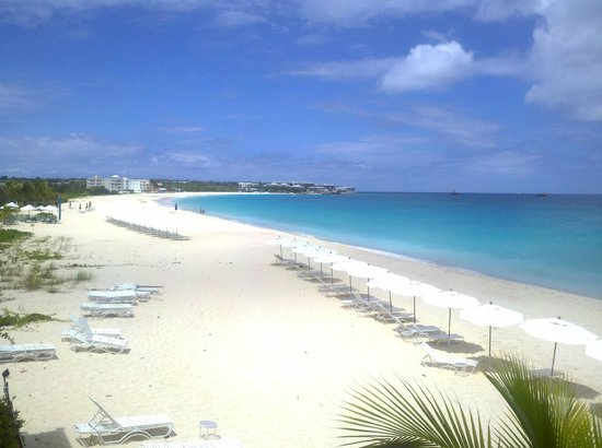 Carimar Beach Club: View of Meads Bay in the morning