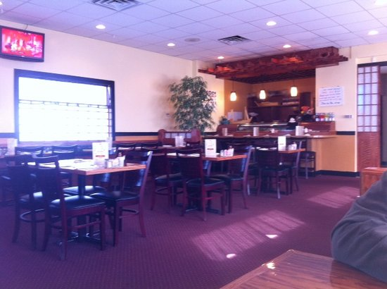 Koi Sushi Bar and Asian Cuisine: Dining Room