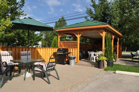 Crystal Springs Motel: Eating pavillian