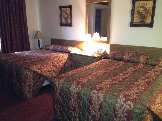 Villa Roma Resort and Conference Center: Leftover bedding from 1960s Holiday Inn