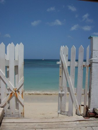 Jenny's Place: Grand Anse beach just a step awy