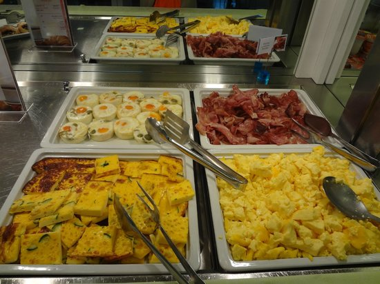 Mercure Venezia Marghera hotel: Part of the FREE breakfast.