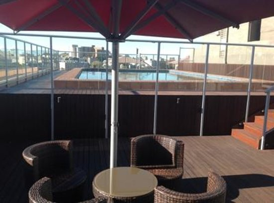 Rendezvous Hotel Sydney Central: Swimming pool and rooftop area