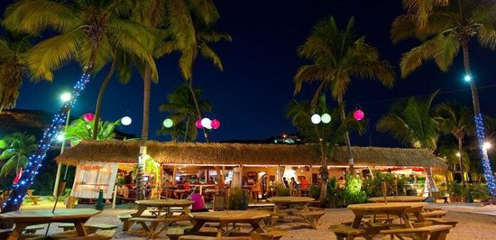 Iggies Beach Bar and Grill : Iggie's at Bolongo Bar