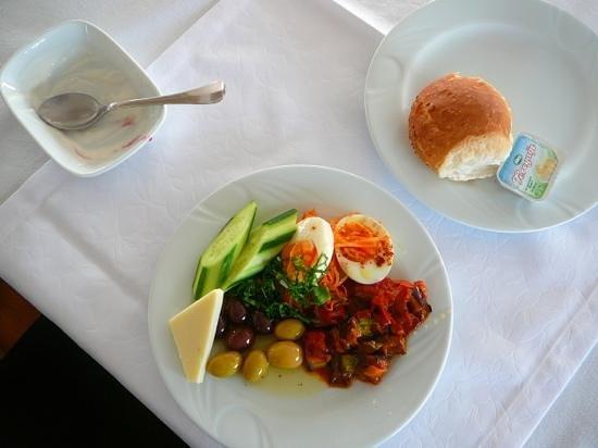 Alzer Hotel: breakfast plate.