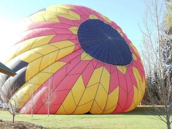 Rocky Mountain Balloon Adventures, LLC: filling the balloon