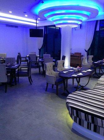 Wave Hotel: ห้องอาหารสวย โรแมนติกดีค่ะ