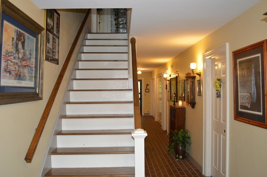 Red Bluff Cottage: Stairway and hall