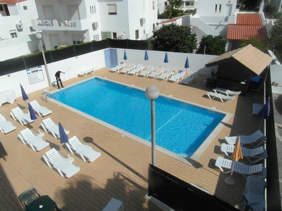 Sereia da Oura Hotel: Pool area (well maintained)