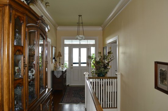 Red Bluff Cottage: Hallway of second floor looking towards the porch