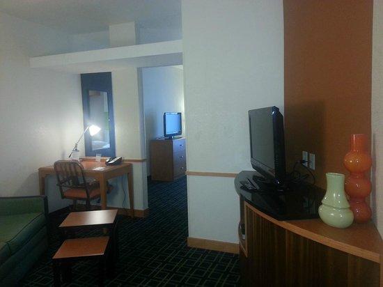Fairfield Inn & Suites Laramie: work area