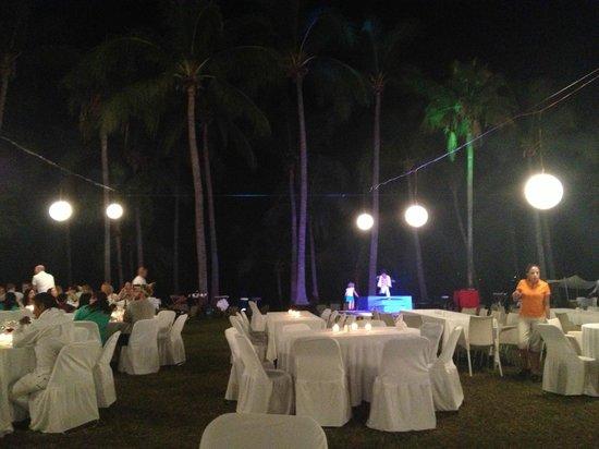 Club Med Ixtapa Pacific: Cena por la noche