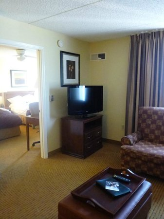 Homewood Suites by Hilton Ft. Worth-North at Fossil Creek: one room going into bedroom
