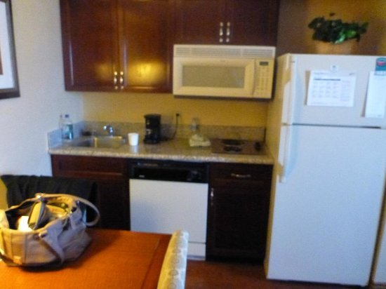 Homewood Suites by Hilton Ft. Worth-North at Fossil Creek: kitchenette