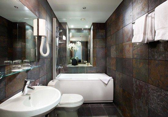 von Stackelberg Hotel Tallinn: Zen Bathroom