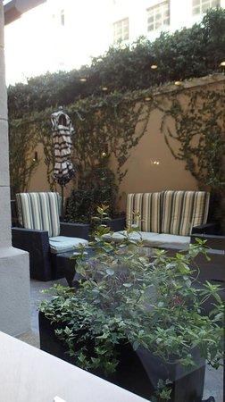Hilton Checkers Los Angeles: patio