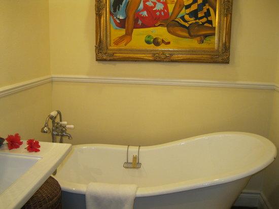 Point Grace: Bathtub in Upper Cottage Suite - Blocked by door when its open