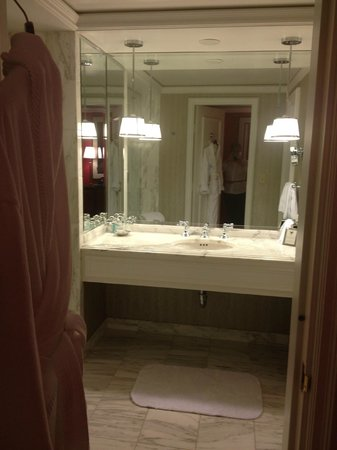 The Ritz-Carlton, St. Louis: Shower