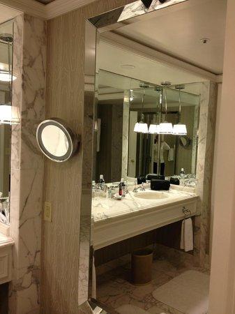 The Ritz-Carlton, St. Louis : Bathroom