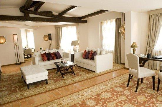 Hotel Tiara Yaktsa Côte d'Azur.: Penthouse Living Room