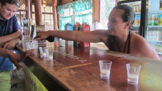 Jus de Fruits de Moorea: Trying some drinks