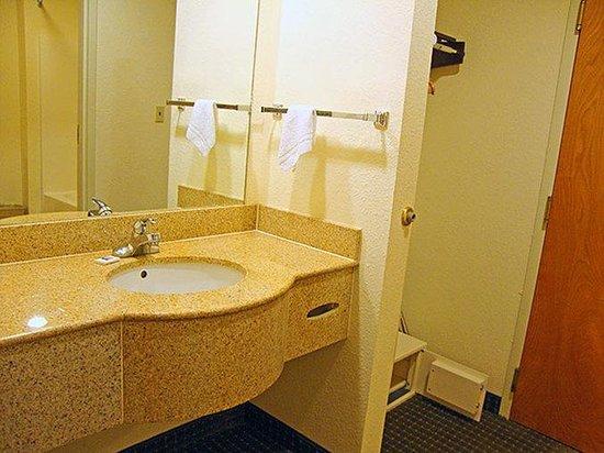 Motel 6 Biloxi/Ocean Springs : MBathroom