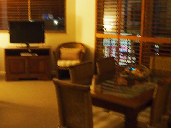 Raffles Mooloolaba: (Apt 404) Loungeroom