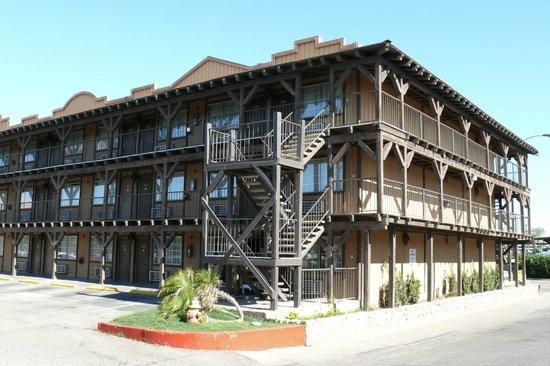 Pioneer Hotel & Gambling Hall: les autres avec vue sur le parking mais construction de style!